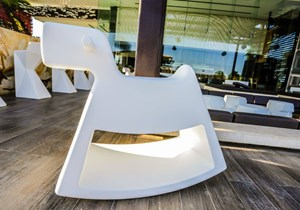 vondom-accessories-for-contract-spaces.jpg