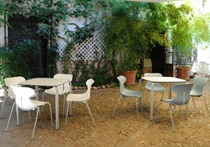 Tagar-Outdoor tables chairs-mariquita2.jpg