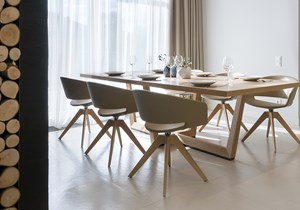 andreu world_Ronda chair_Uves Table_home.jpg