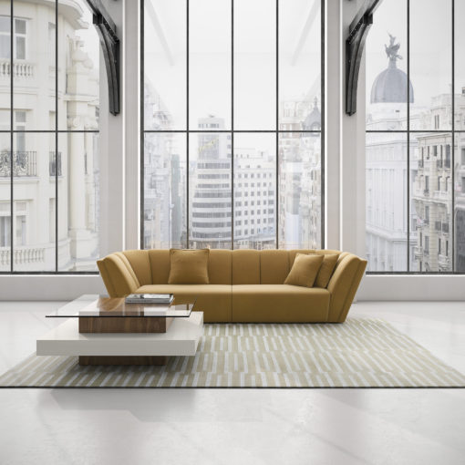 The BOWIE STRIPED sofas with the DETROIT coffee table