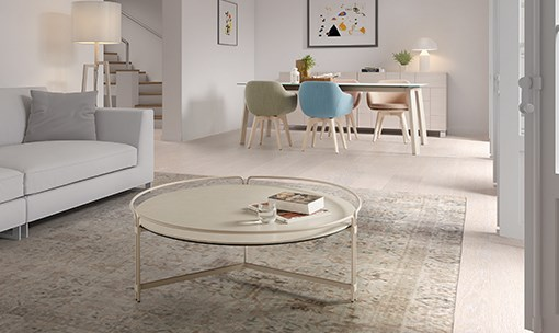 JOIN coffee table. In the background, MERLOT ceramic top table and LAP chairs. DRESSY collection