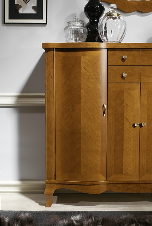 Appealing decoration on fronts: cabinet model 114.120