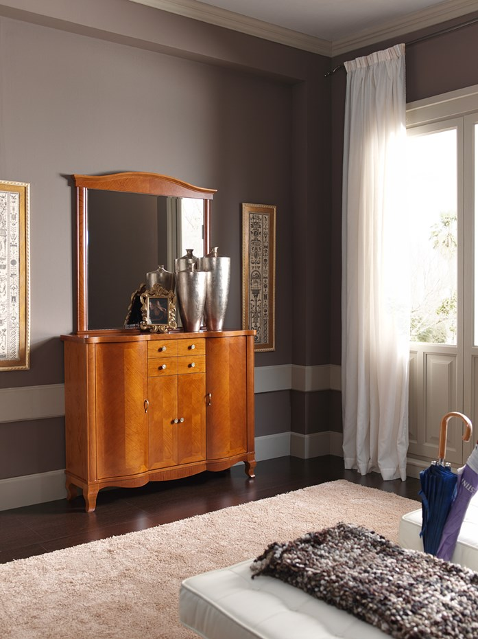 The perfect match for a cozy foyer: cabinet model 114.120 and mirror model 312.100