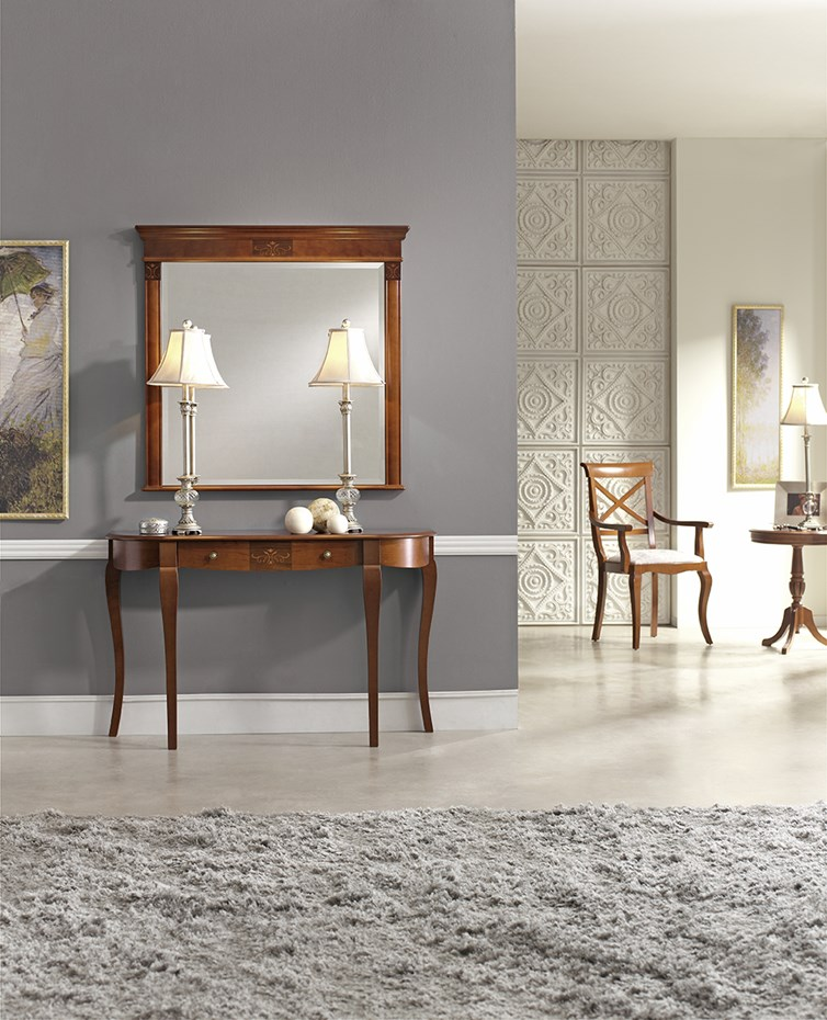 A touch of classic refinement: console 153.120 and mirror 822.000