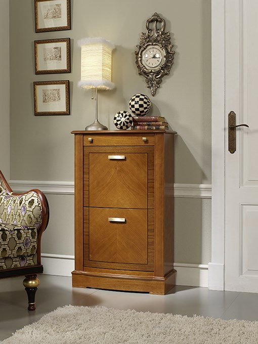 Great for shoes and for big impressions: shoe cabinet model 544.060