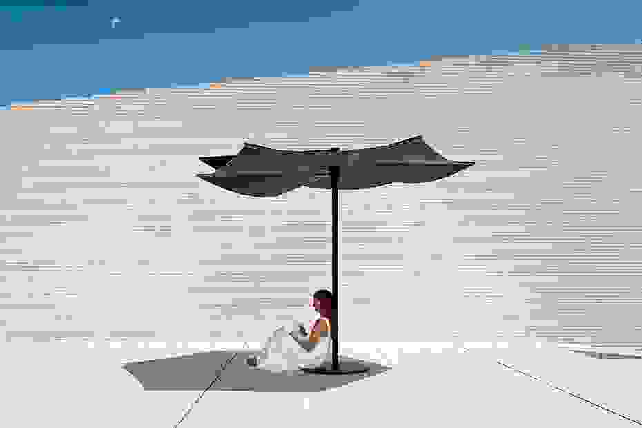 calma_furniture_outdoor_om_parasol_umbrella.jpg