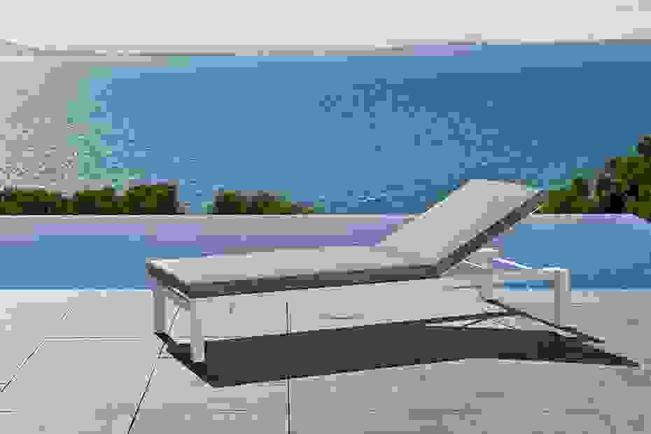 calma_furniture_outdoor_una_stackable_lounger.jpg