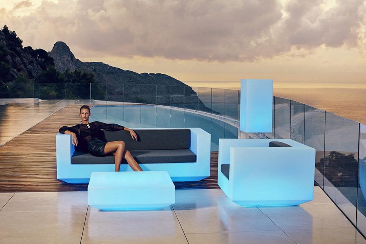 vondom-new-vela-sofa.jpg