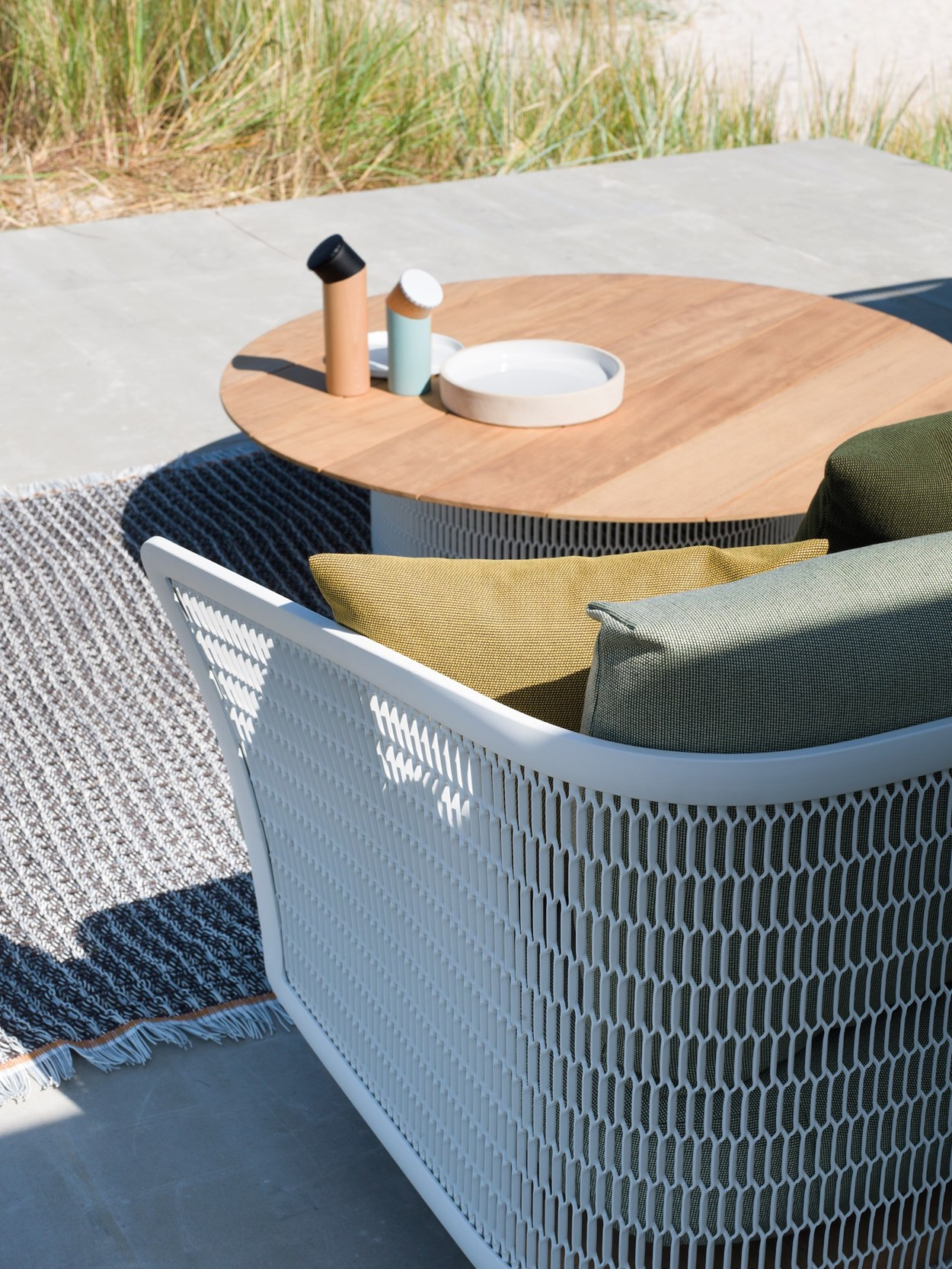 kettal-mesh-outdoor-sofa.jpg