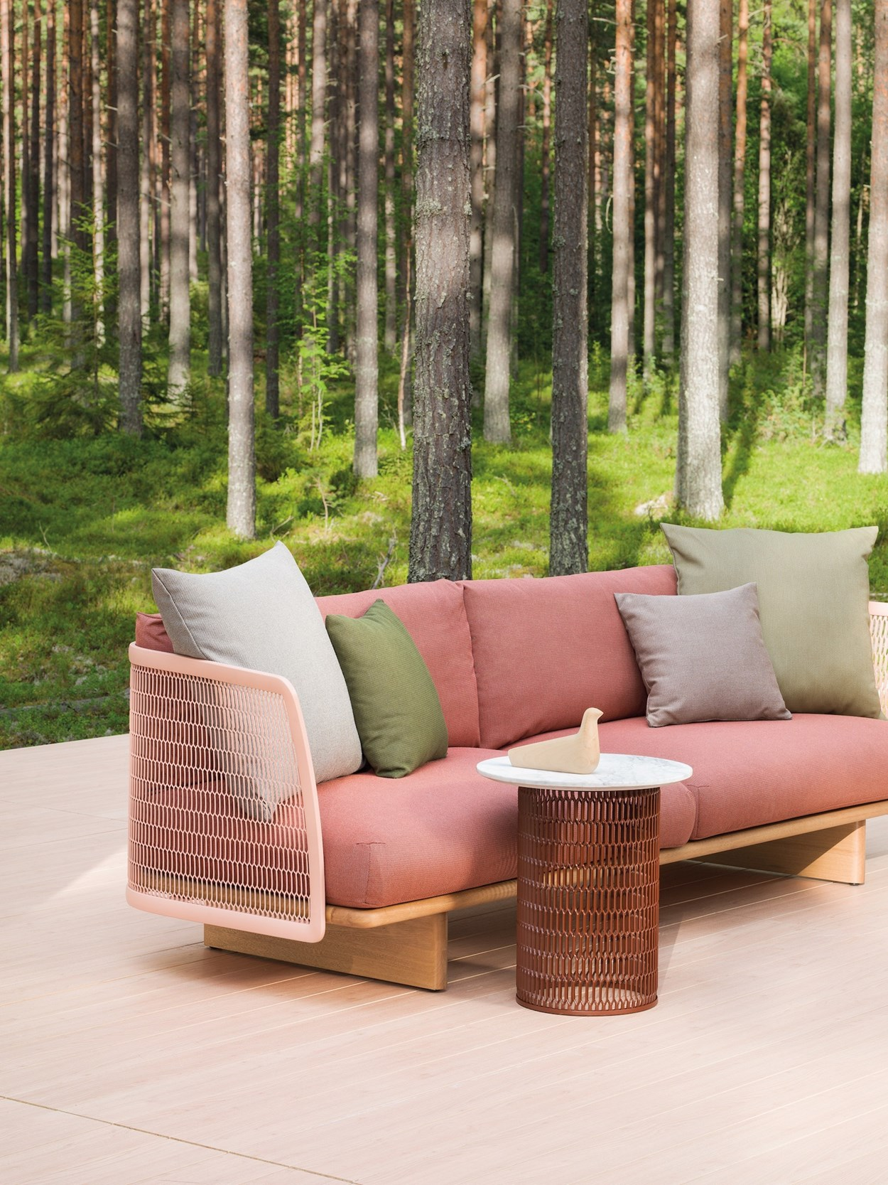kettal-mesh-outdoor-sofa-2.jpg