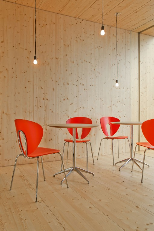 The MAREA tables in combination with the GLOBUS chairs, both a creation of STUA