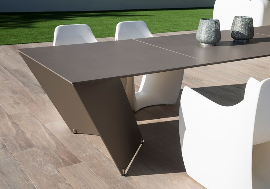 new-angle-table-calma-taupe