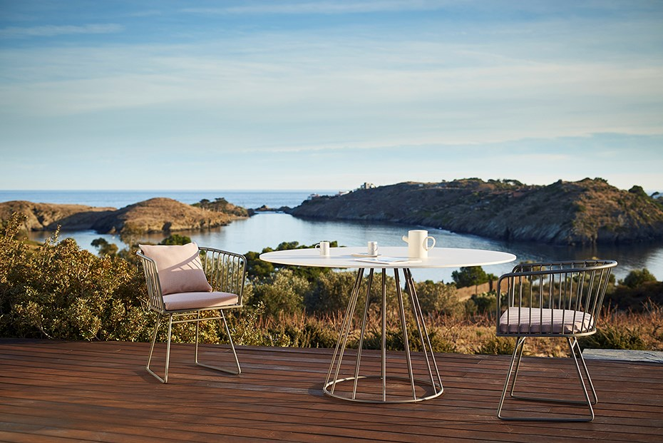 bivaq-illa-outdoor-dining-furniture