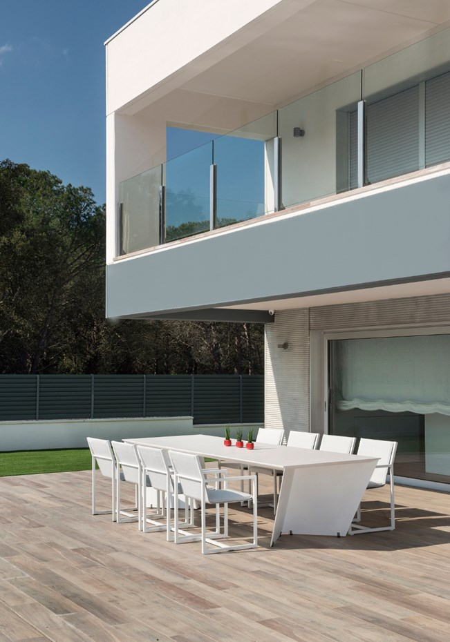calma-angle-dining-table-outdoor