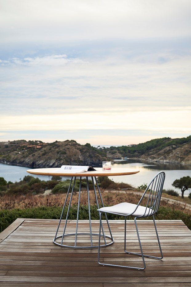 bivaq-outdoor-dining-table