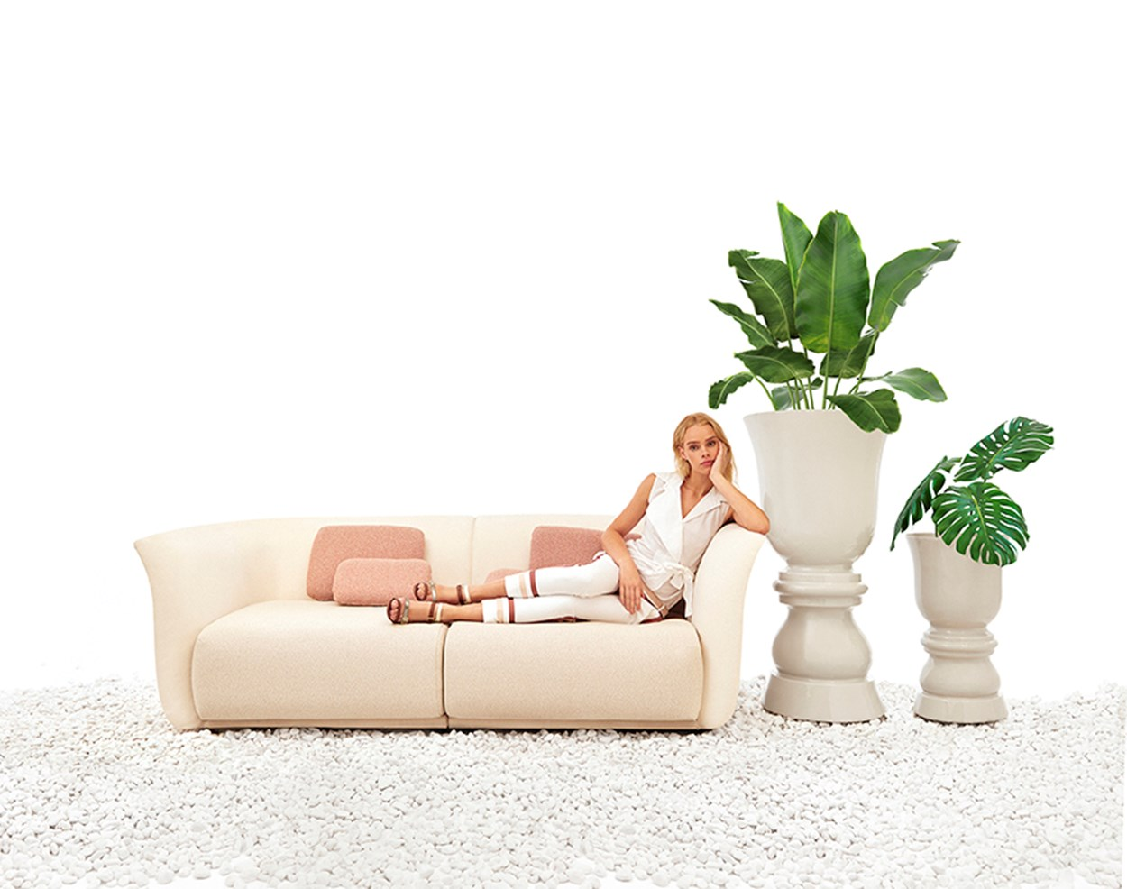 VONDOM_Suave-sofa-and-flower-pot (1).jpg