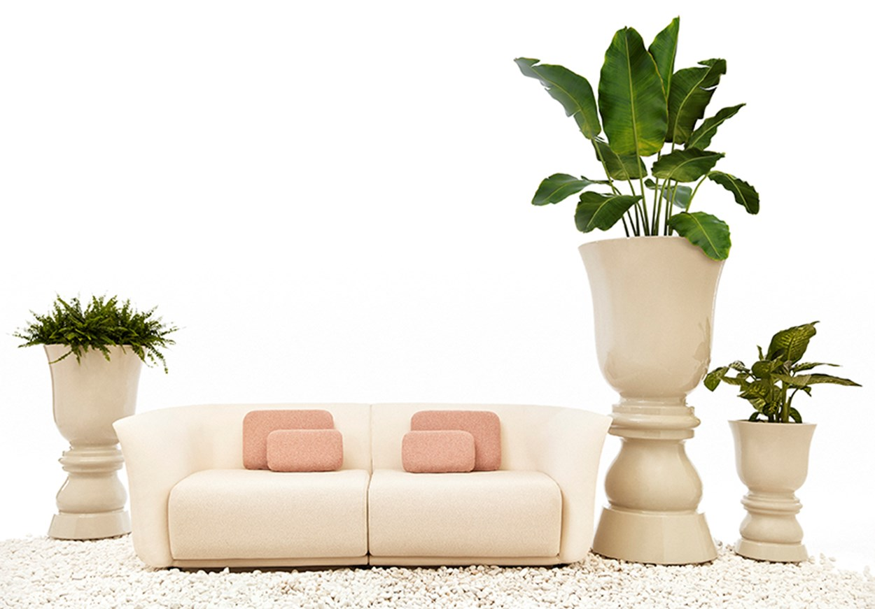 VONDOM_Suave-sofa-and-flower-pot (2).jpg