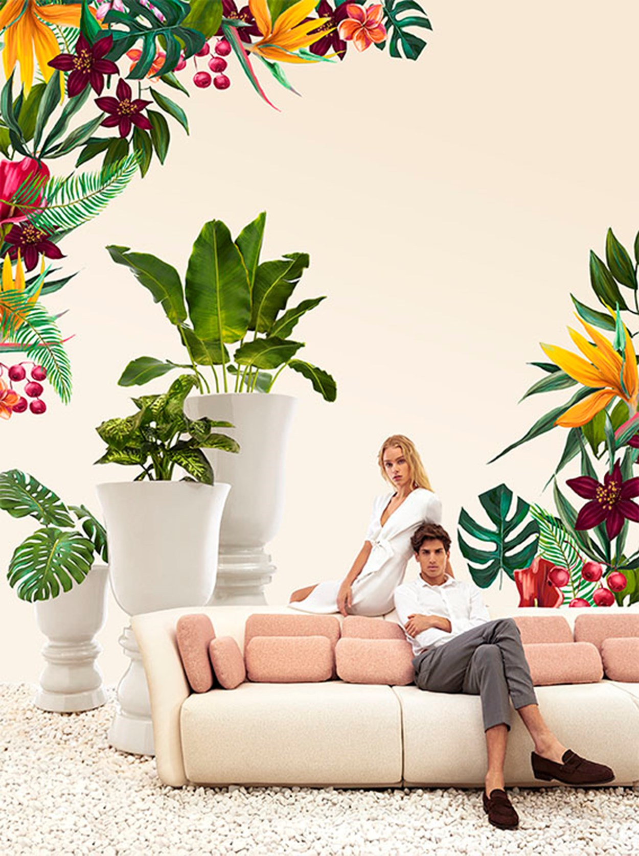 VONDOM_Suave-sofa-and-flower-pot (3).jpg