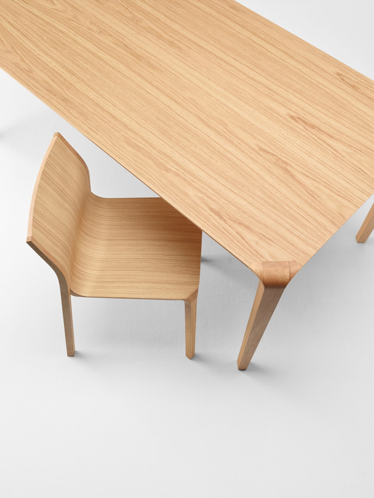 ondarreta-silu-table-chairs-01.jpg