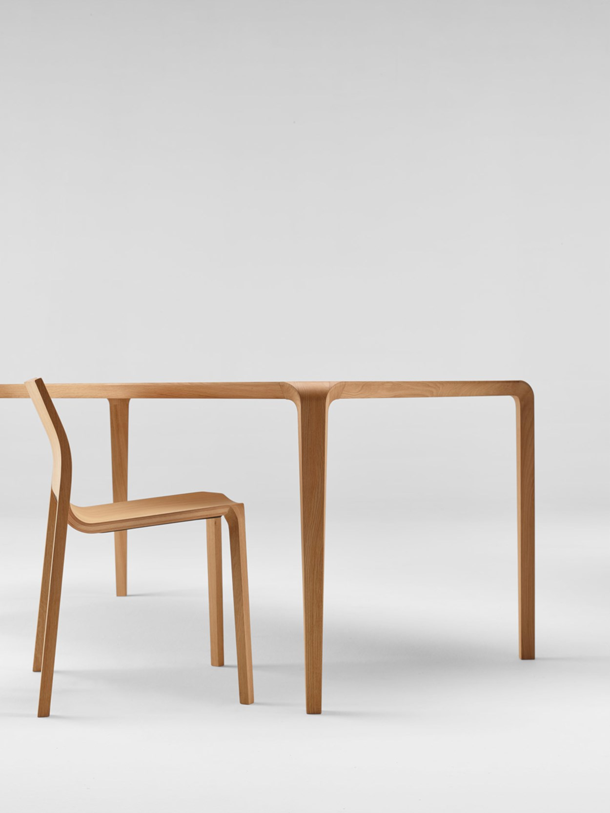 ondarreta-silu-table-chairs-02.jpg