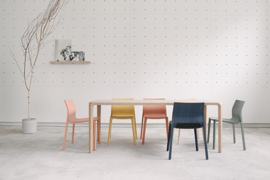 ondarreta-silu-table-chairs