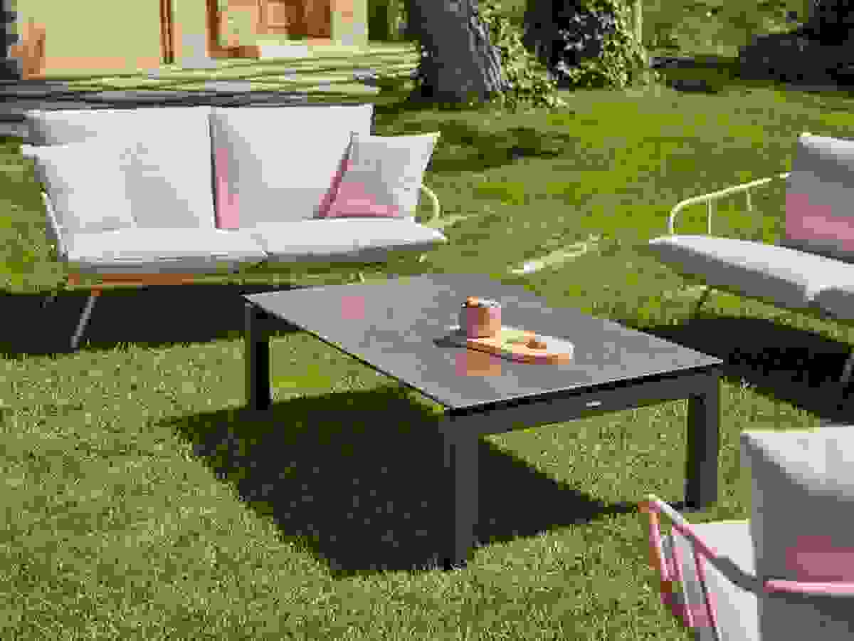 Musola-salvia-coffeetable-outdoor.jpg