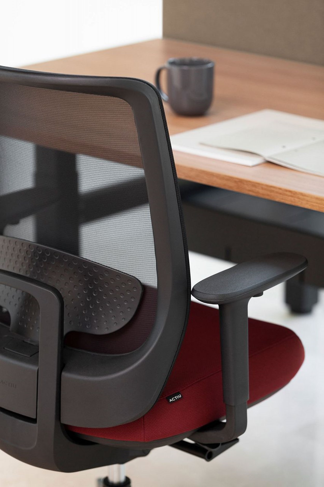 Actiu-trim-Serie30-office-chair-2.jpg