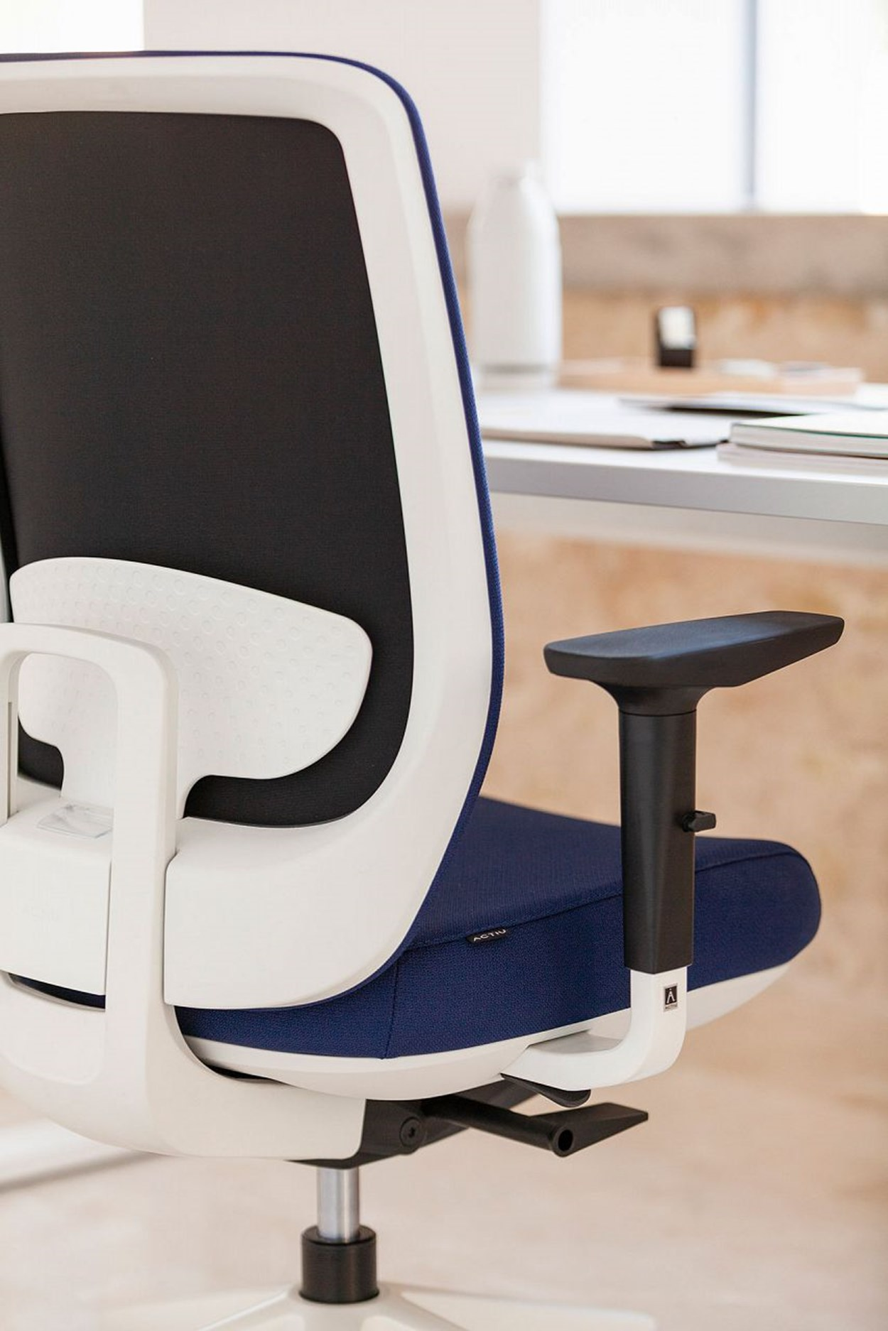 actiu-trim-50-office-chair-8.jpg