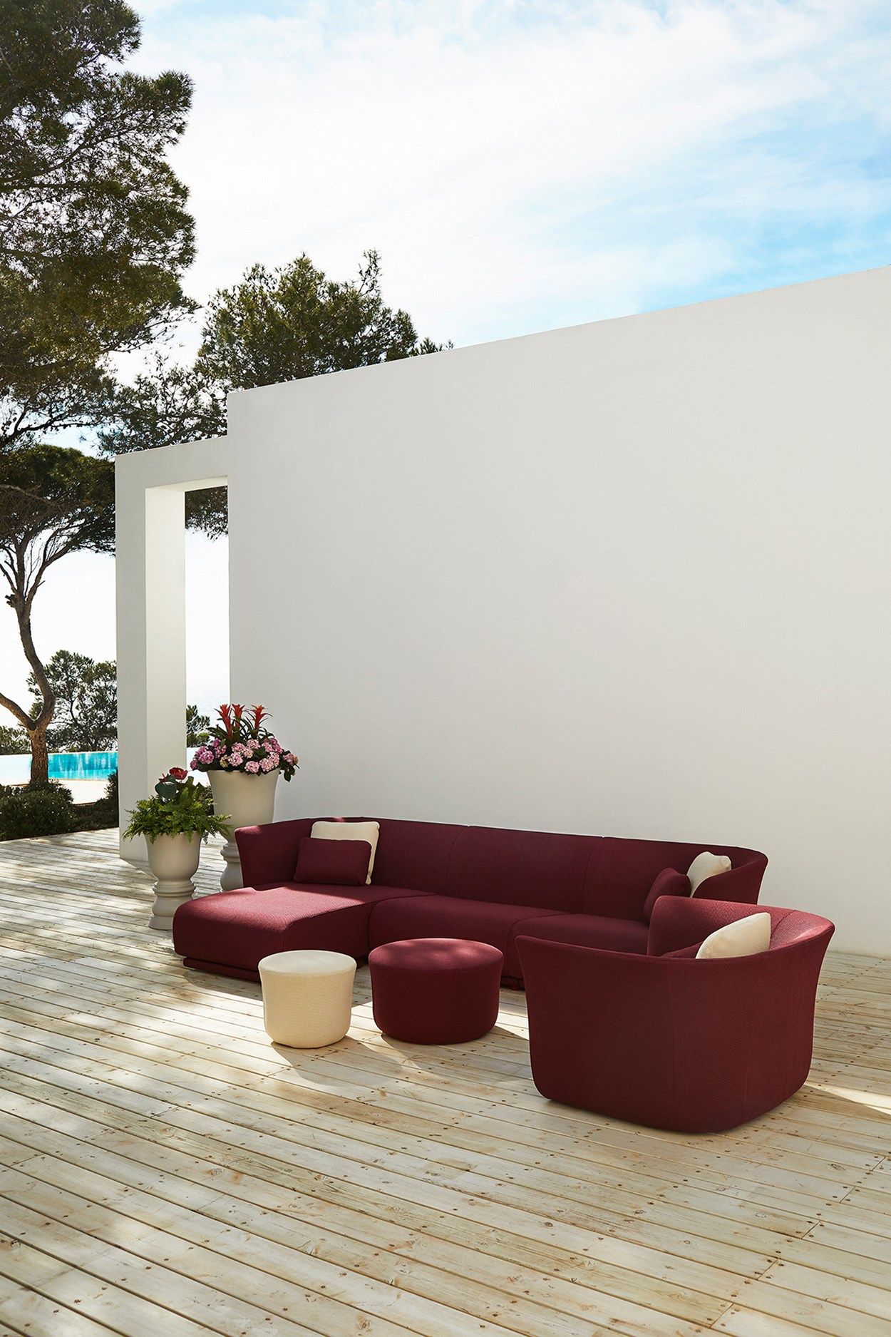 Vondom-Suave-Collection-Sofa-by-Marcel-Wanders (10).jpg