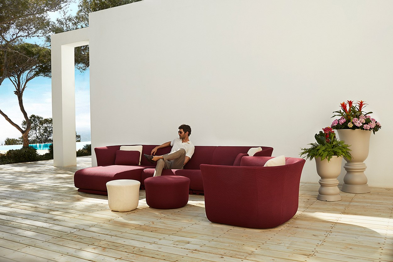Vondom-Suave-Collection-Sofa-by-Marcel-Wanders (12).jpg