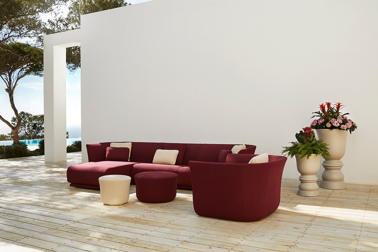 Vondom-Suave-Collection-Sofa-by-Marcel-Wanders (13).jpg