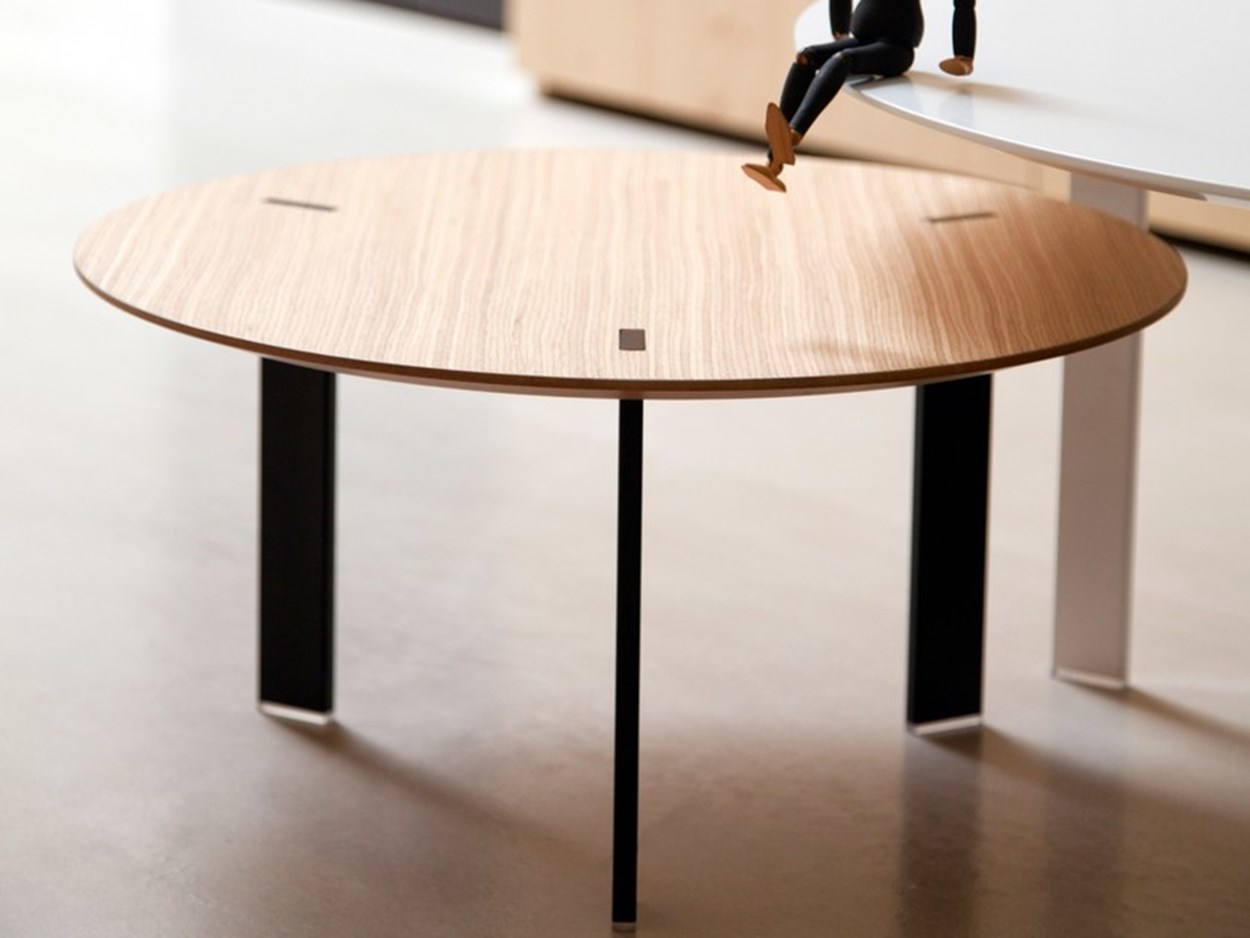 viccarbe-ryutaro-side-tables-5.jpg