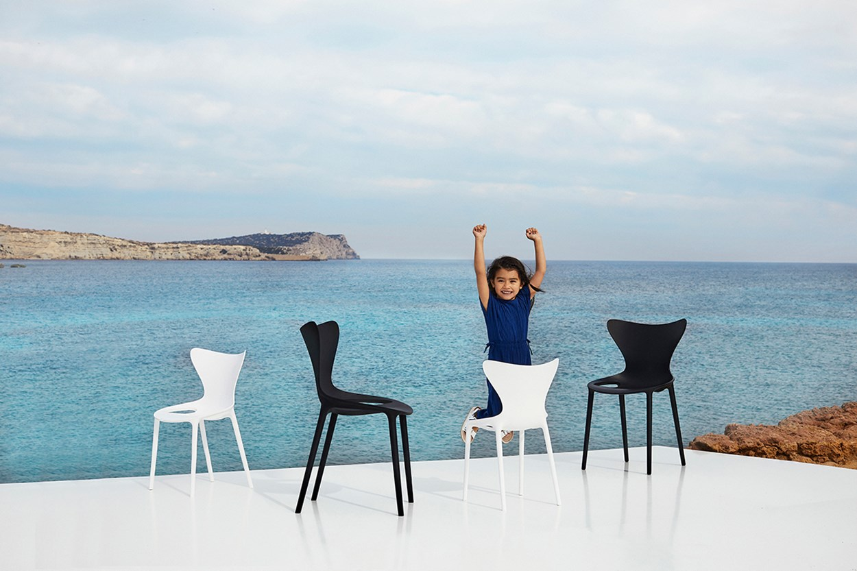 Vondom-Love-Collection-by-Eugeni-Quitllet (5)-kid-furniture-hopsitality-chair.jpg