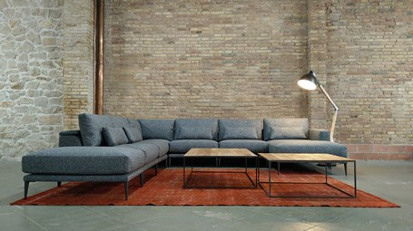 plmdesign-barcelona-MOVES-sofa-02.jpg