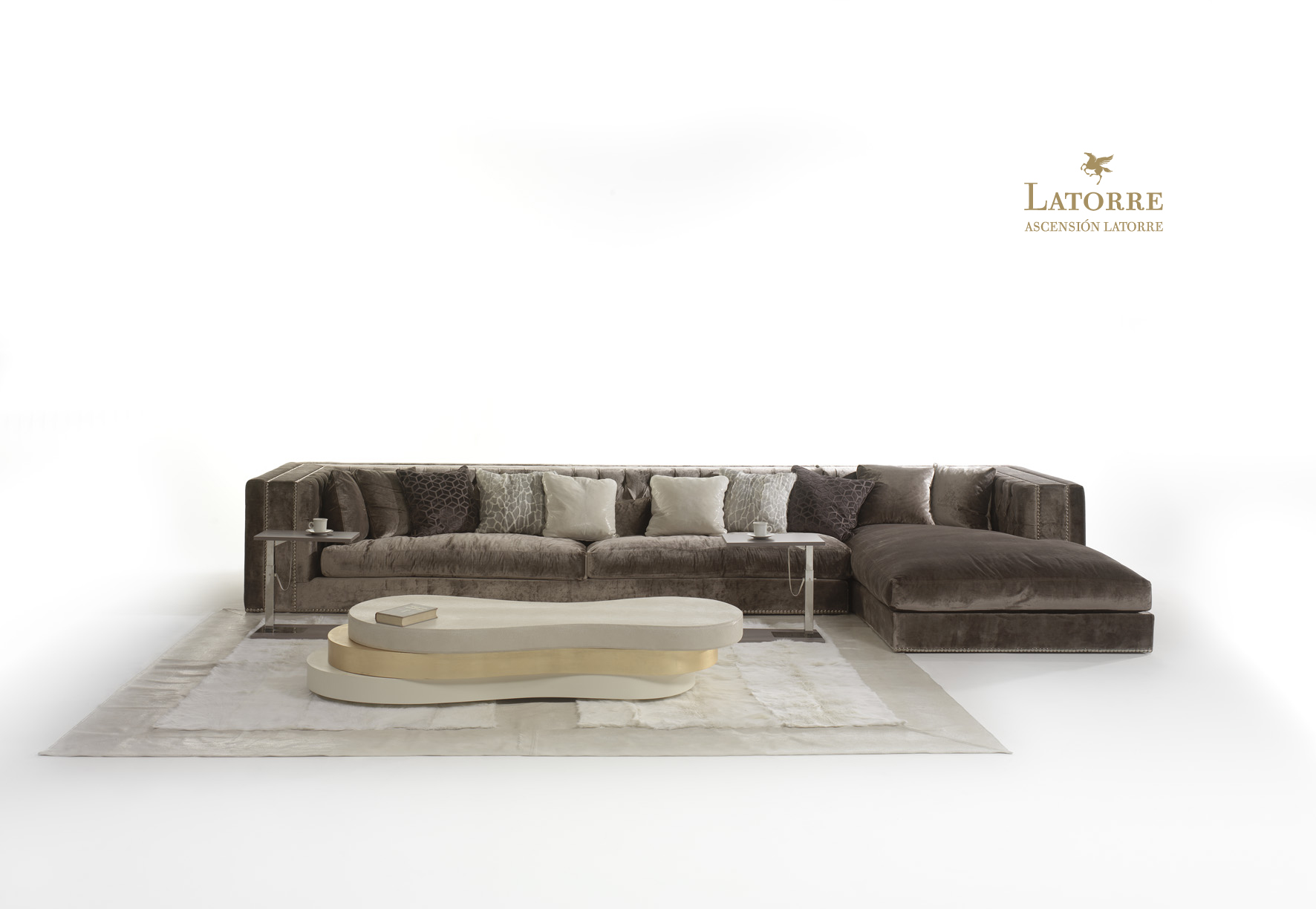 Get The Luxe Comfort With The Grand National Sofas Of Latorre  # Muebles Didecor