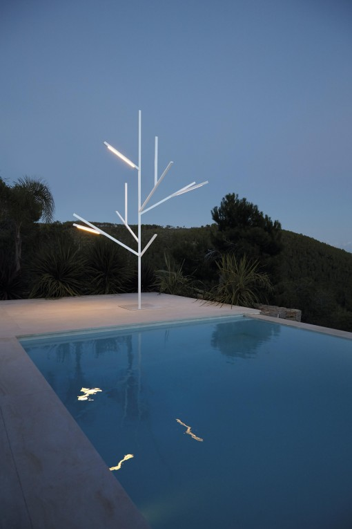 BLAU lighting tree by Fran Silvestre Arquitectos