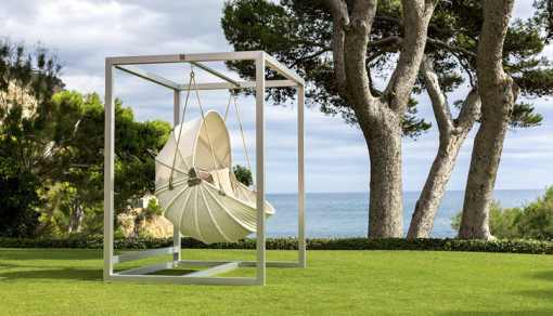 ARMADILLO swing chair with frame