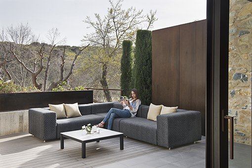 Lounge outside with the DORM sofa of CALMA | Furniture from Spain