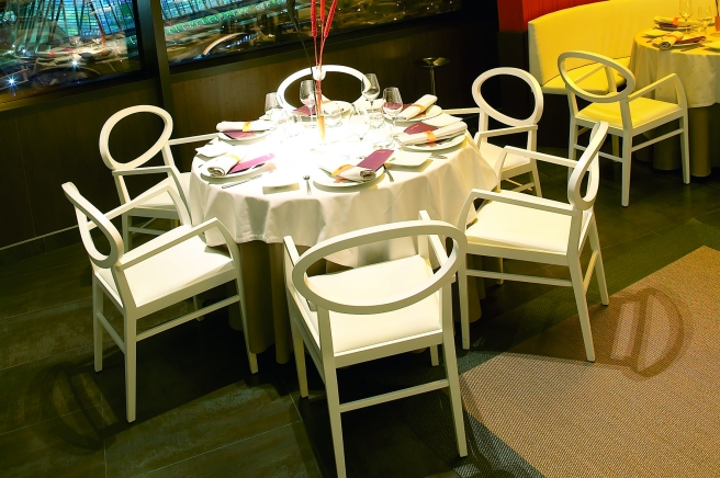 Vertical restaurant furniture from spain